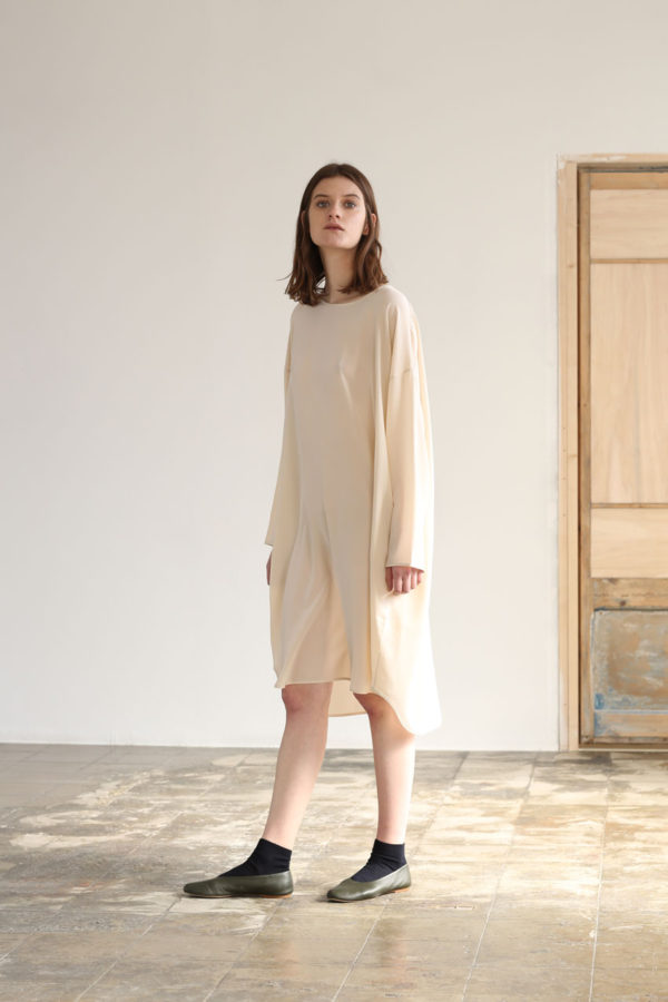 shelter-dress-oat-silk-01